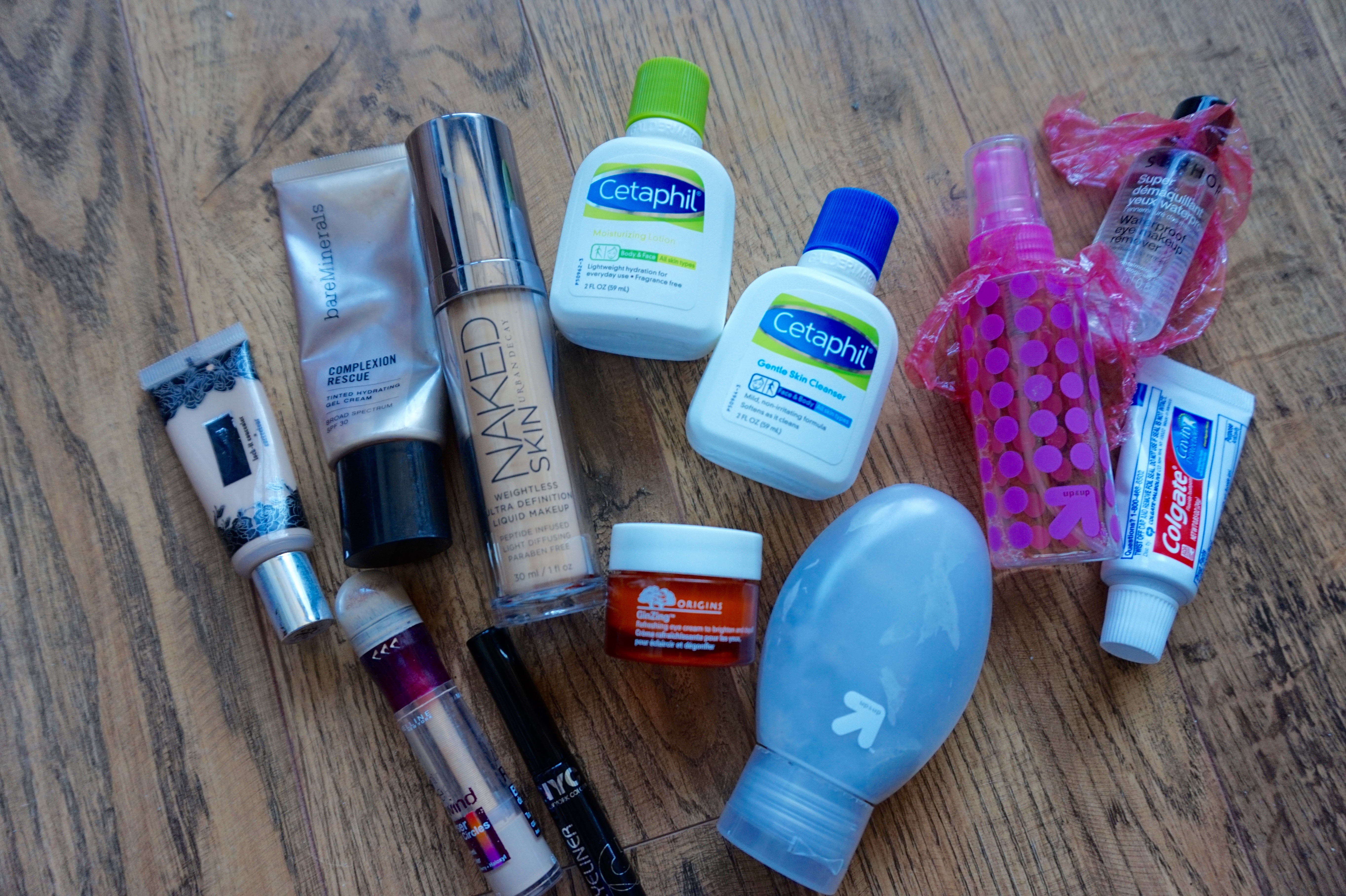 how to pack toiletries effectively