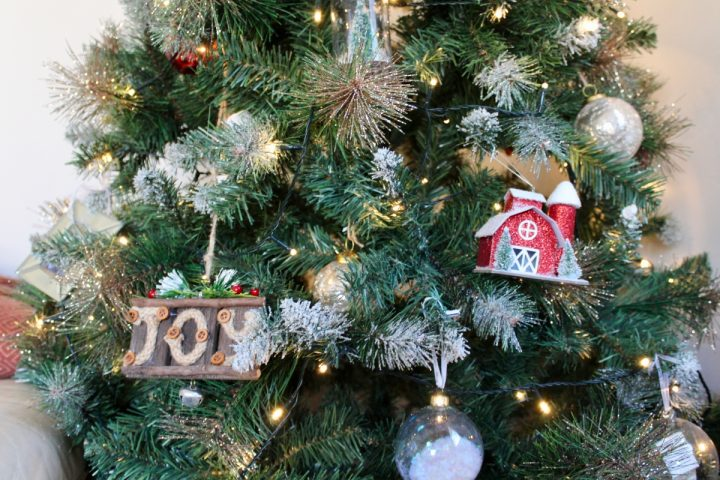 A Berry, Merry Christmas: How I Decorated My Home for Christmas This Year